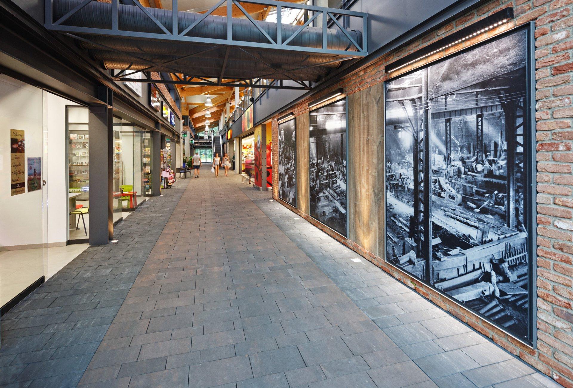 Centrum Handlowe HUTA w Węgierskiej Górce