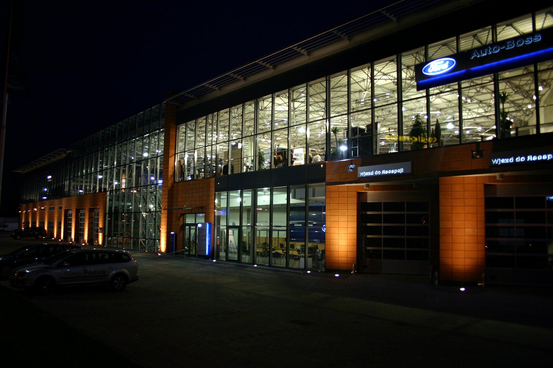 Salon samochodowy Ford i Volvo w Chorzowie