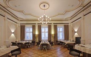 """Wnętrza restauracji """"Dworek New Restaurant"""" w Bielsku-Białej"""